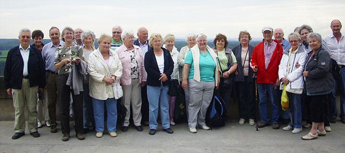 die-reisegruppe-auf-der-festung-koenigstein