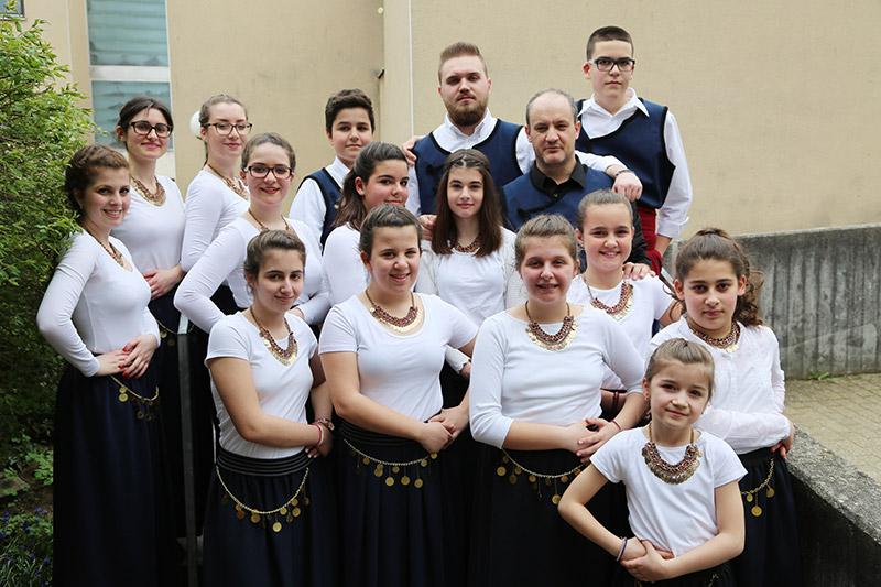griechen-tanzgruppemitlehrer
