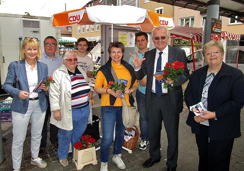 europaabgeordnete-rainer-wieland-am-cdu-stand-in-weilimdorf-24052019