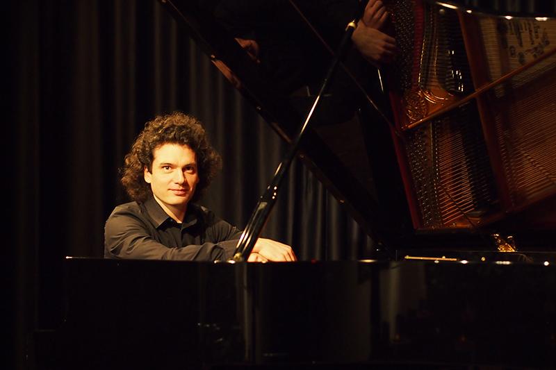 p1016525-jgaechter-pianist