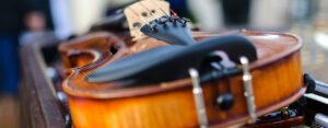 https://www.pexels.com/de-de/foto/akustisch-ausrustung-band-drinnen-306175/