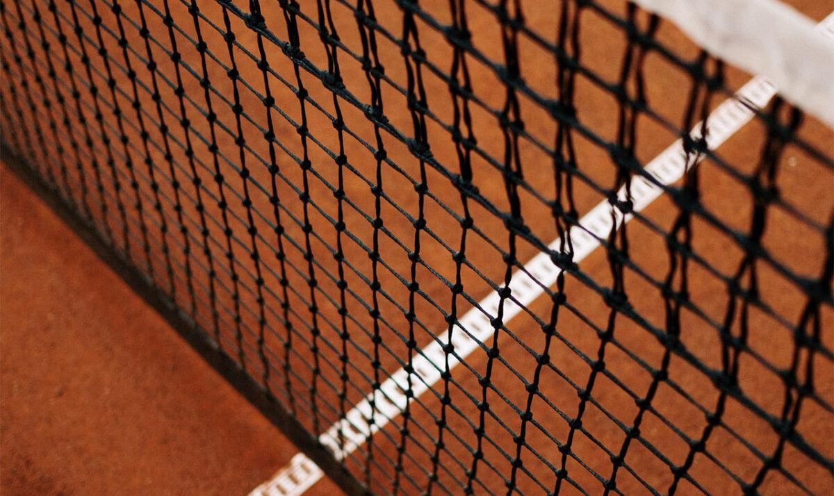 Tennis - ©https://www.pexels.com/de-de/foto/dunkel-muster-textur-sport-5741300/