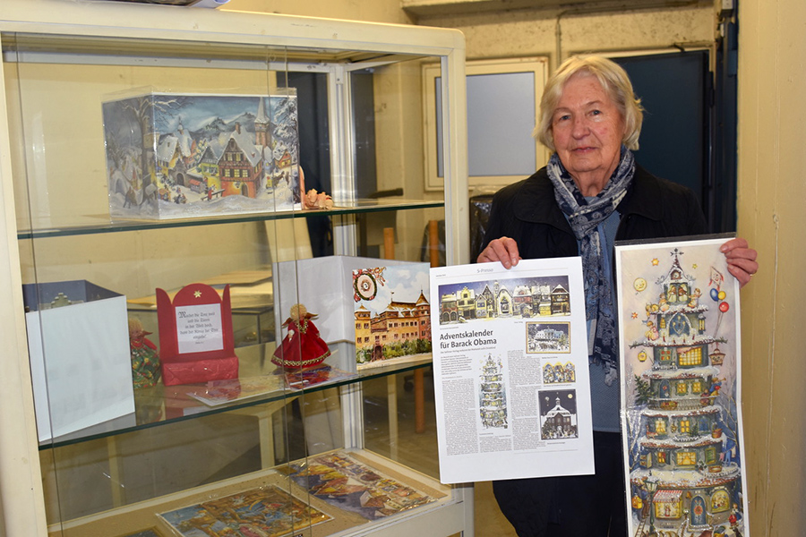 Else Weber sammelt Weihnachtskarten und Adventskalender