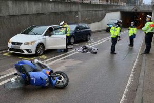 Rollerfahrer bei Unfall schwer verletzt. Foto: Rometsch