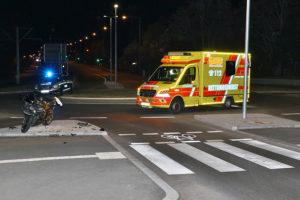 Erster Verkehrsunfall am neuen Kreisverkehr in Bergheim. Foto: Rometsch