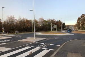 Neuer Kreisverkehr Solitudestraße mit Engelbergstraße und Spechtweg, Foto: Goede