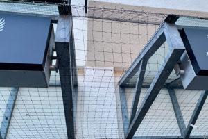 Netze gegen die Tauben in der Löwengasse in Weilimdorf. Foto: Goede