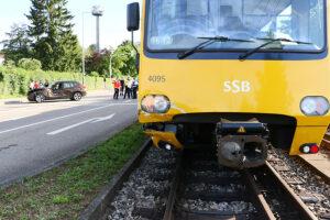Pkw mit Stadtbahn zusammengestoßen. Foto: Rometsch